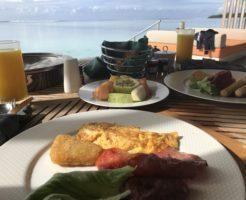水上コテージの朝食
