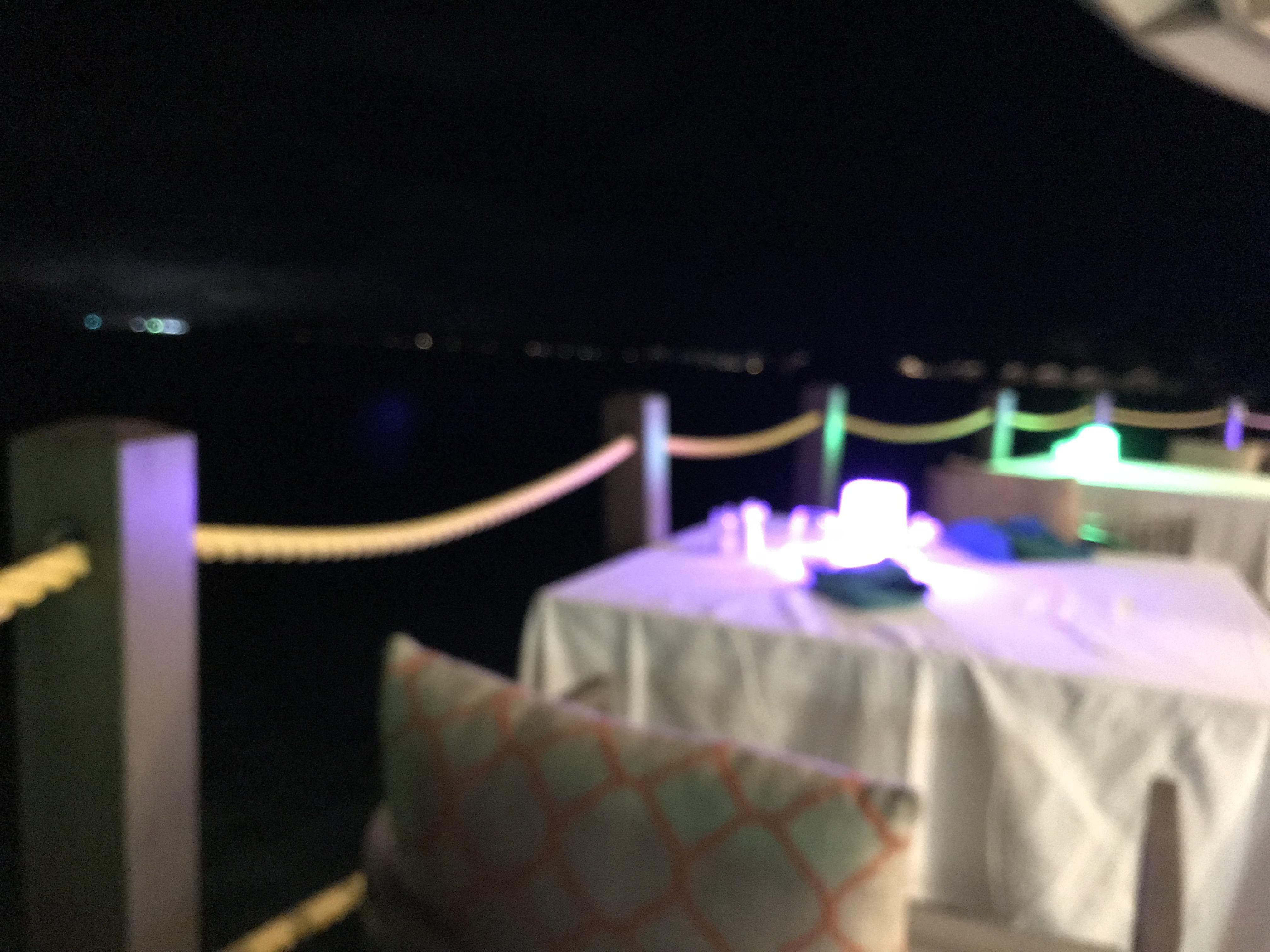 夜の水上レストラン