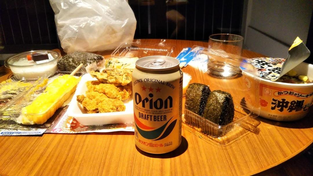 ハイアットリージェンシー瀬良垣アイランド沖縄の室内で食べる夕食