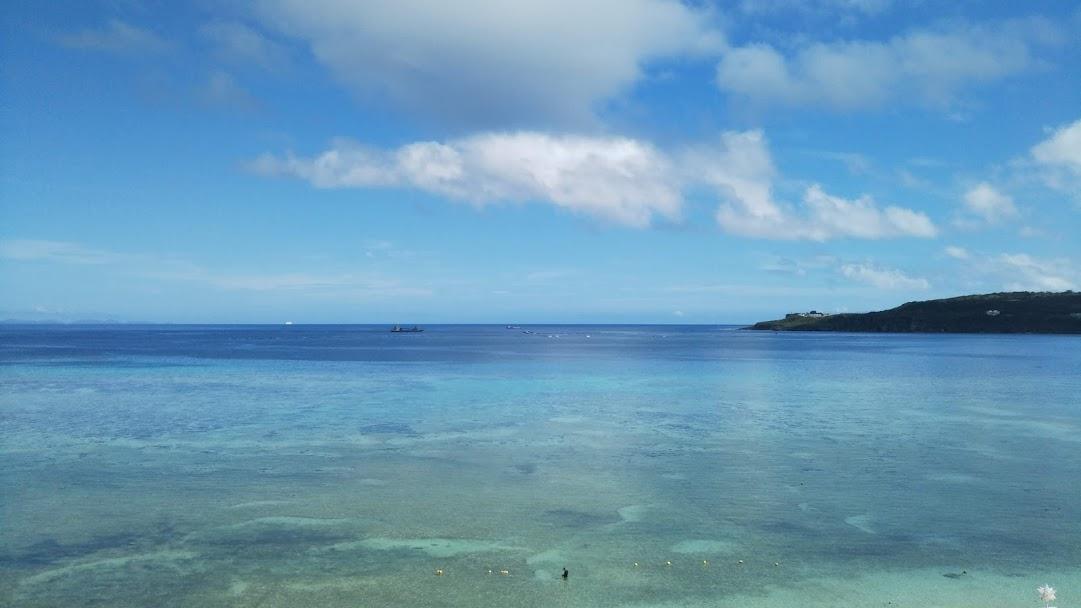 沖縄のエメラルドグリーンの海